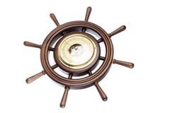 Hölzernes Seitenruder mit Barometer Stockfoto