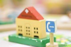 Hölzernes Spielzeug des Telefonzelle-Zeichens - gesetzte pädagogische Spielwaren des Spiels für prescho Stockfotografie
