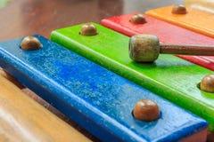 Hölzernes Spielzeug des Xylophons Stockfotografie