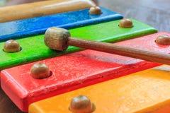 Hölzernes Spielzeug des Xylophons Lizenzfreie Stockfotografie