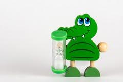 Hölzernes Spielzeug in Form eines Krokodils Stockfoto
