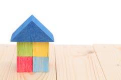 Hölzernes Spielzeugblockhaus Lizenzfreies Stockfoto