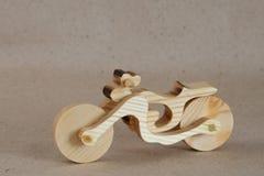 Hölzernes Spielzeugmotorrad stockfoto