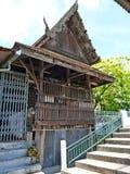 Hölzernes Strukturgebäude im thailändischen Tempel stockfotografie