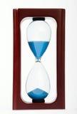 Hölzernes Stundenglas getrennt auf weißem Hintergrund Lizenzfreie Stockbilder