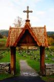 Hölzernes Tor zum Kirchhof, Norwegen Stockbilder