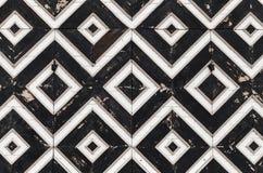 Hölzernes Torfragment mit geometrischem Muster Lizenzfreie Stockfotografie