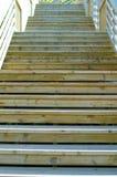 Hölzernes Treppenhaus draußen Stockbild