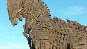 Hölzernes Trojan Horse im Stadtzentrum von Canakkale stock video