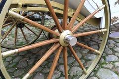 Hölzernes Wagen-Rad stockfoto