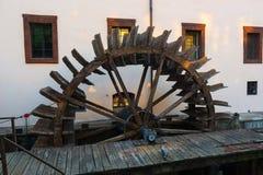 Hölzernes watermill in Prag Stockfoto