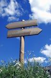 Hölzernes Zeichen für Wanderer Stockfoto