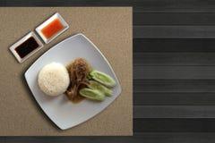 Höna bakar med ris Arkivbilder