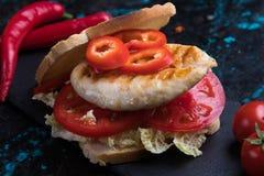 höna grillad smörgås fotografering för bildbyråer