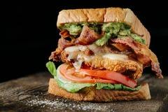Höna- och för avokado BLT smörgås Arkivfoto
