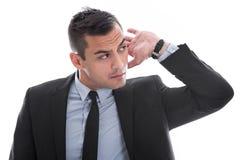 Höra: attraktiv ung affärsman som lyssnar till isolerat på royaltyfria foton