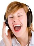 Hören Musik mit Kopfhörern Stockbilder