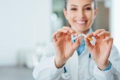 Hören Sie auf, für Ihre Gesundheit zu rauchen lizenzfreie stockbilder