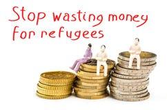 Hören Sie auf, Geld für Flüchtlinge zu vergeuden Stockbilder