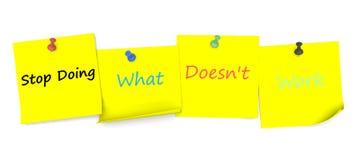 Hören Sie auf, zu tun, was nicht arbeitet, Mitteilung auf Briefpapier mit Stift stock abbildung