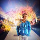 Hören Sie Musik in der Station Stockfotos