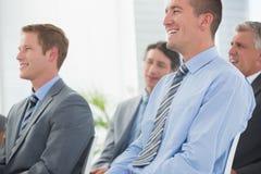 Hörende Konferenzdarstellung der Geschäftsmänner Stockfotografie