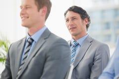 Hörende Konferenzdarstellung der Geschäftsmänner Lizenzfreies Stockfoto