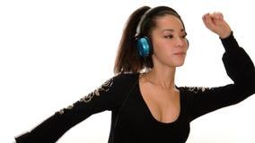 Hörendes Mädchen der Musik über weißem Hintergrund stock video