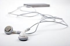 Hörlurar/hörlurar och musikspelare Royaltyfri Bild