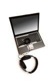 hörlurar med mikrofon isolerad bärbar datorwhite Arkivbilder