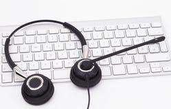 Hörlurar med mikrofon med tangentbordet Royaltyfri Bild