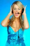 hörlurar med mikrofonkvinna Royaltyfri Foto