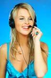 hörlurar med mikrofonkvinna arkivbilder