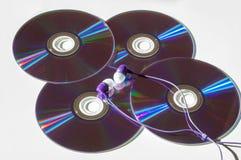 Hörlurar och CD Fotografering för Bildbyråer