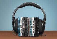 Hörlurar och cd fall arkivfoto