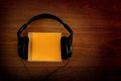 Hörlurar och CD-SKIVA Fotografering för Bildbyråer