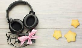 Hörlurar och spelare Arkivbild