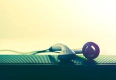 Hörmuschel- und Sprecherfoto für Musikhintergrund und Musik concep Stockbild