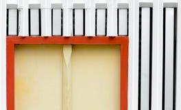 Hörn av den gula wood dörren Arkivfoton