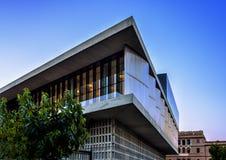 Hörn av modern byggnad för akropolmuseum i Aten, Grekland arkivfoto