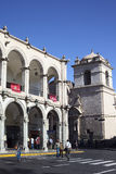 Hörn av plazaen de Armas (huvudsaklig fyrkant) i Arequipa, Peru Arkivbilder