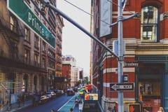 Hörn för prins St och Broadway i Manhattan Arkivbilder