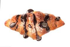 Hörnchen zwei verziert mit der Schokoladensoße lokalisiert auf einem weißen Hintergrund Stockfotografie