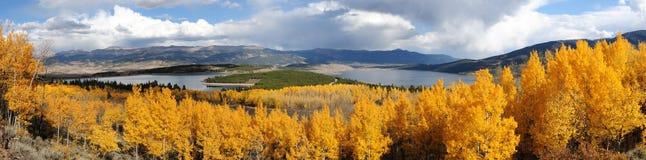 Höstöverblick av tvilling- Lakes Arkivbild