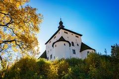 """Höst för ny slott†""""i Banska Stiavnica, Slovakien, UNESCO Royaltyfri Foto"""