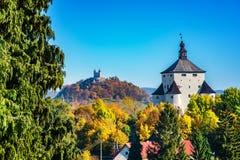 """Höst för ny slott†""""i Banska Stiavnica, Slovakien, UNESCO Royaltyfria Bilder"""