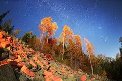 Höst i de Gorgan bergen på natten arkivbild