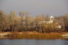 Höst i floden arkivbilder