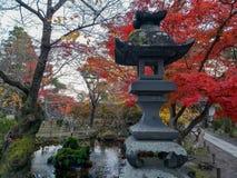 Höst i Japan på relikskrin fotografering för bildbyråer