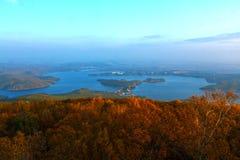 Höst i sjön Jingpo Arkivbild